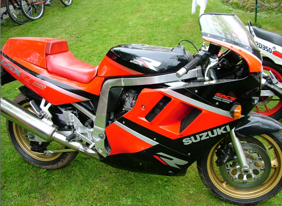 "Pictured here is Dave Polson""s Suzuki GSXR1100, it has only covered 10000"